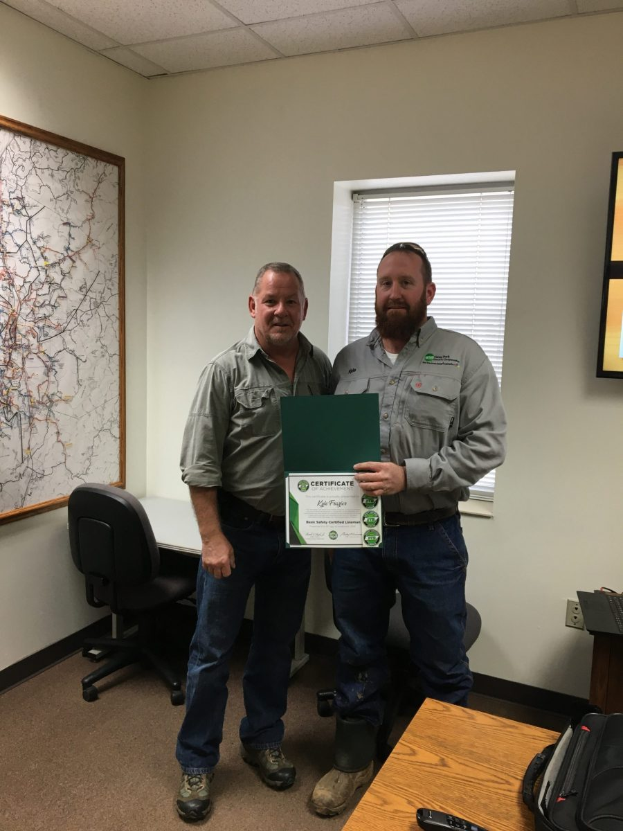 2019 Basic SCL Recipient Kyle Frazier from Caney Fork Electric Cooperative with JT&S instructor Tim Phegley