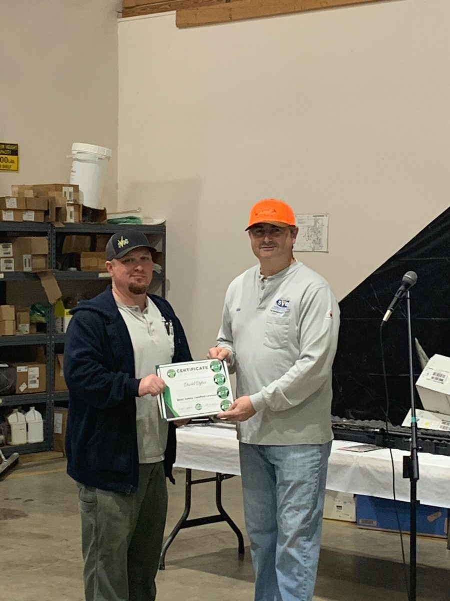 2019 Basic SCL Recipient David Dykes with Sequachee Valley Electric Cooperative CEO Mike Partin