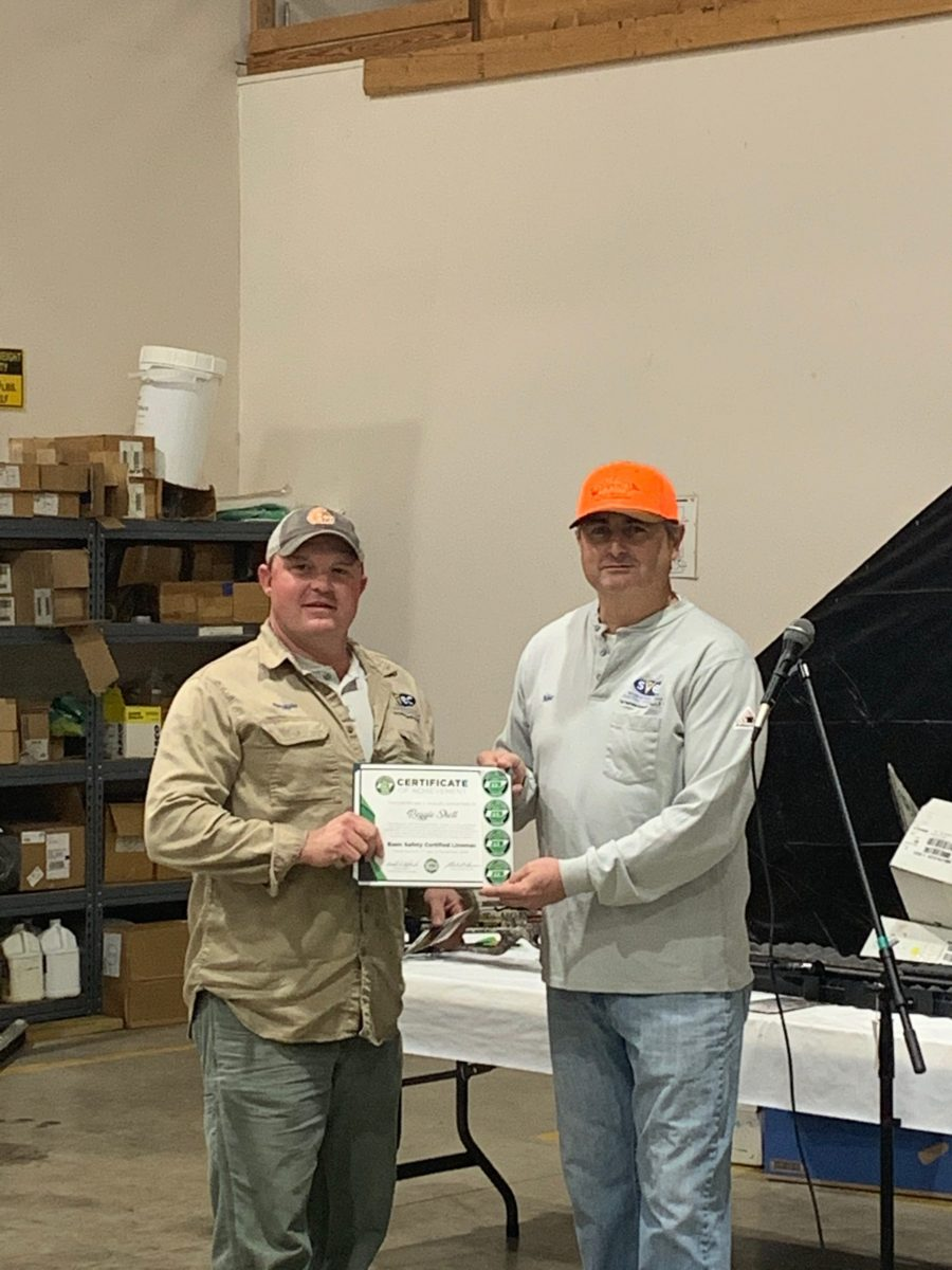 2019 Basic SCL Recipient Reggie Shell with Sequachee Valley Electric Cooperative CEO Mike Partin